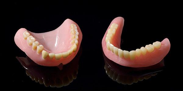 「入れ歯は不潔」って本当?